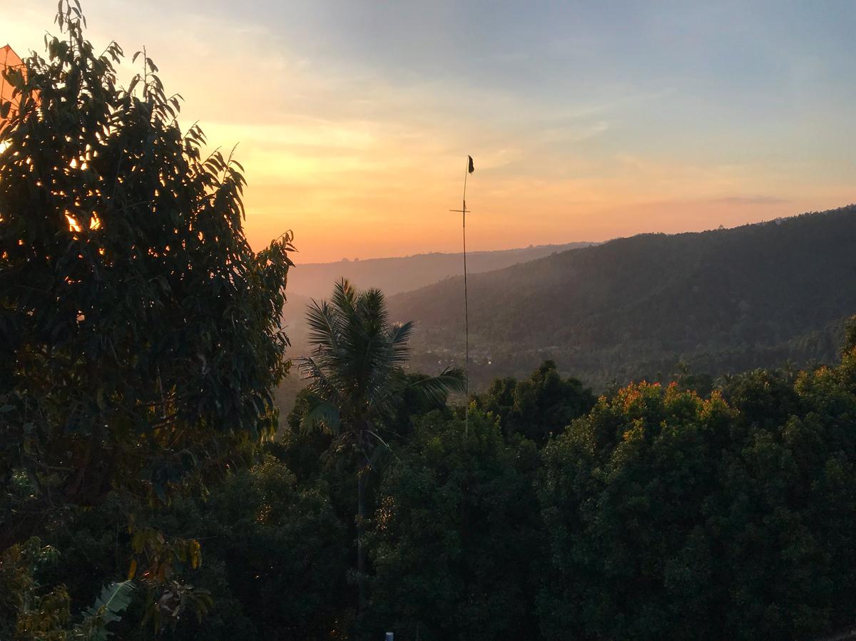 Indonésie Bali Munduk voyage montagne cascade waterfall hotel vue sunset couché de soleil