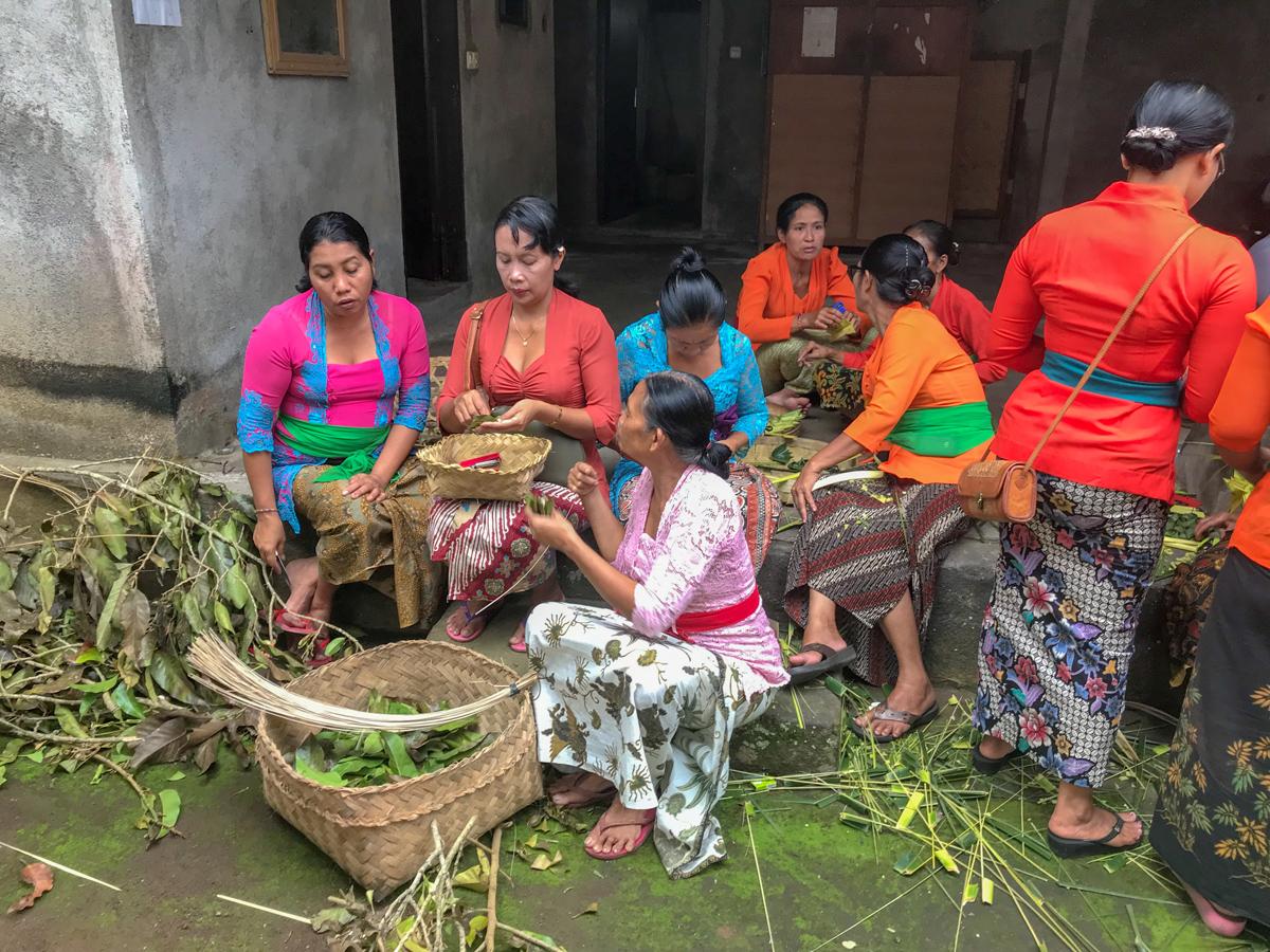 Ubud Indonésie Bali voyage femmes offrandes