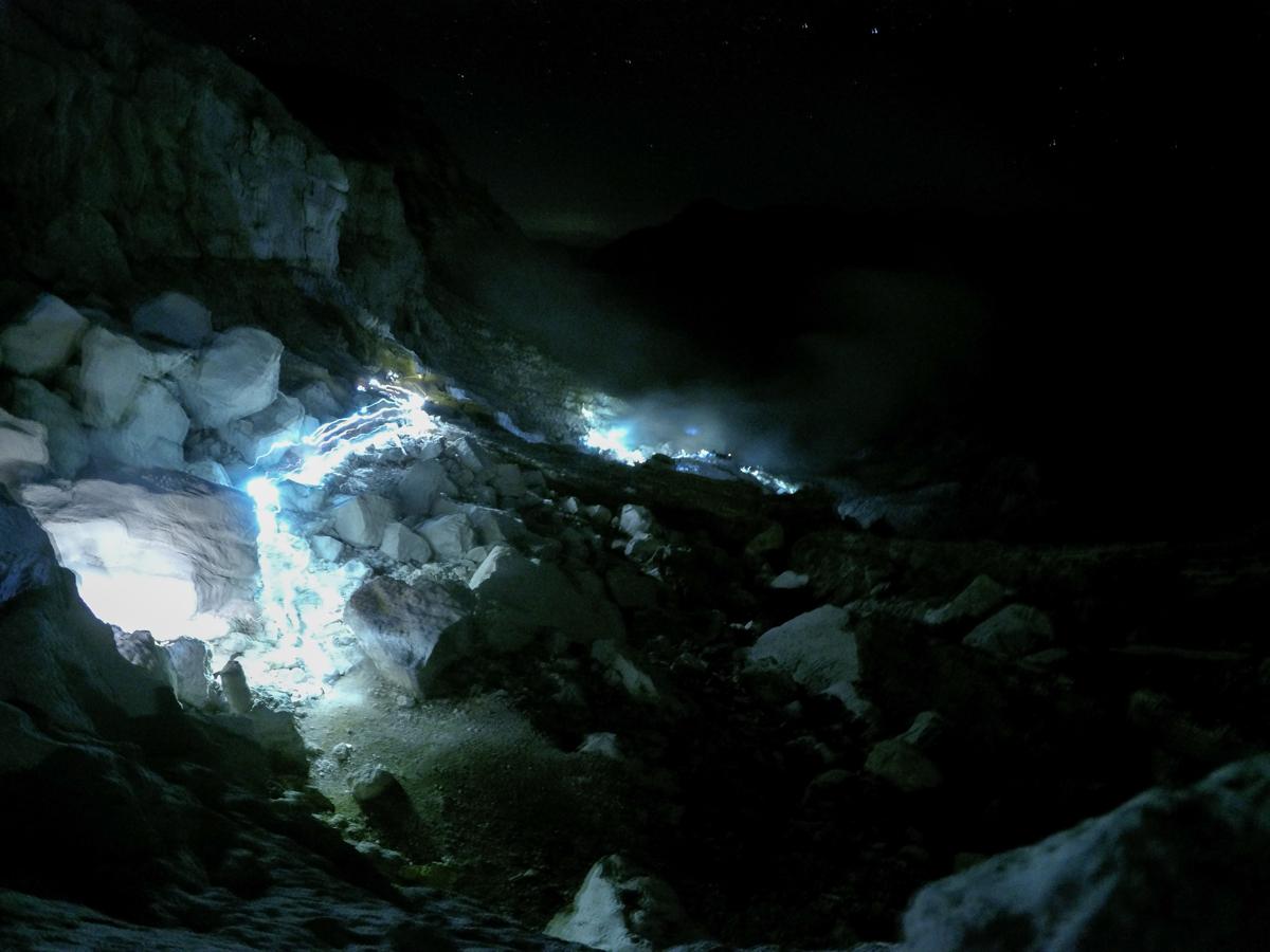 Java Indonésie Kawa Ijen volcan light cratere soufre