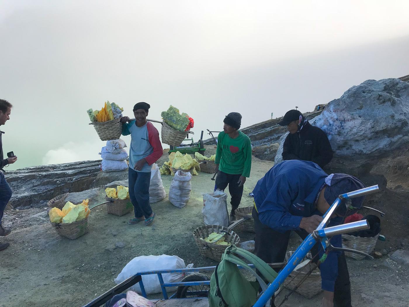 Java Indonésie Kawa Ijen volcan porteur