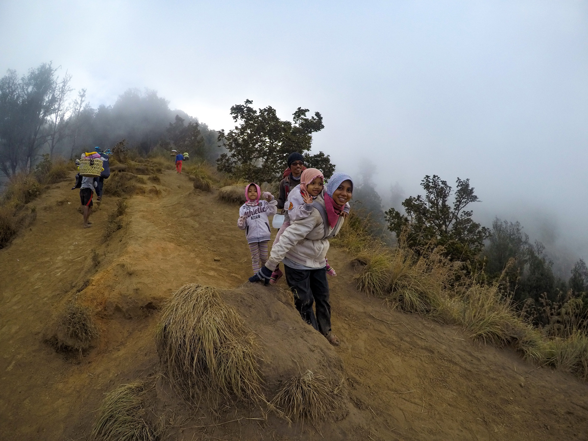 Indonesie Lombok Mont Rinjani Ascension Femme