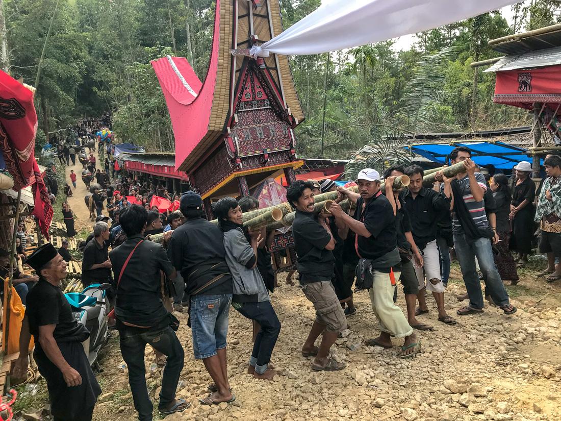 Sulawesi Indonésie Toraja procession cérémonie funéraire