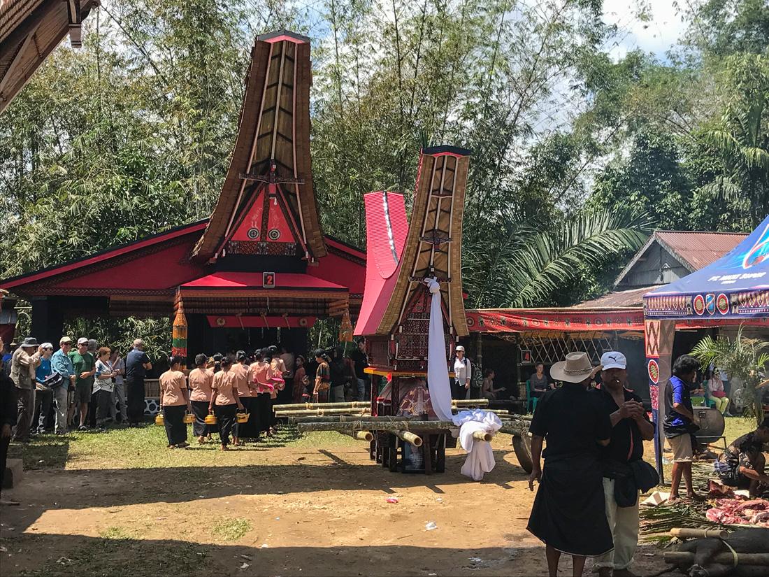 Sulawesi Indonésie Toraja cérémonie cercueil