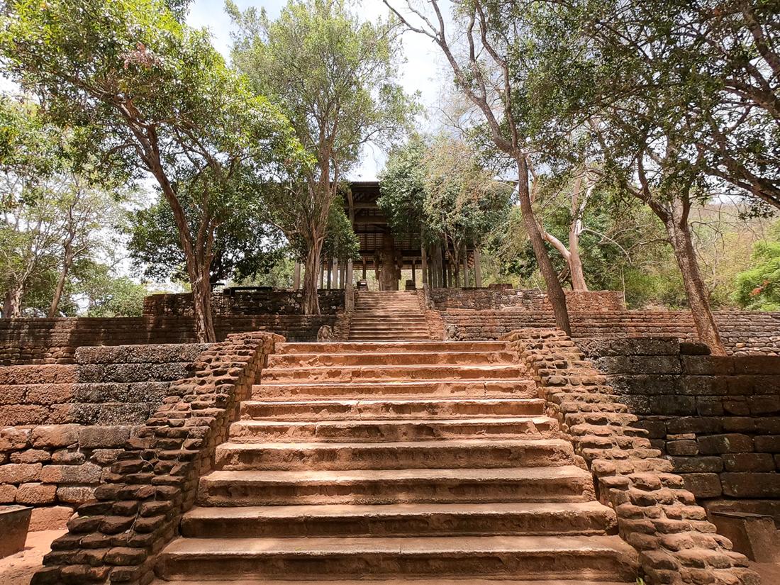 Sri Lanka Buttala Dambegoda Bosath Statue