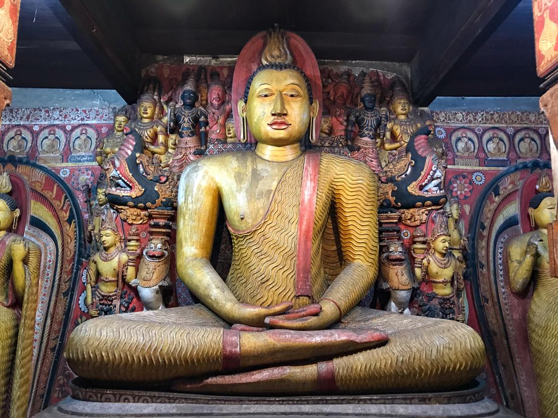 Sri Lanka Dambulla Temple d'argent Ridee Viharaya Temple Bouddha Bouddhiste Statue
