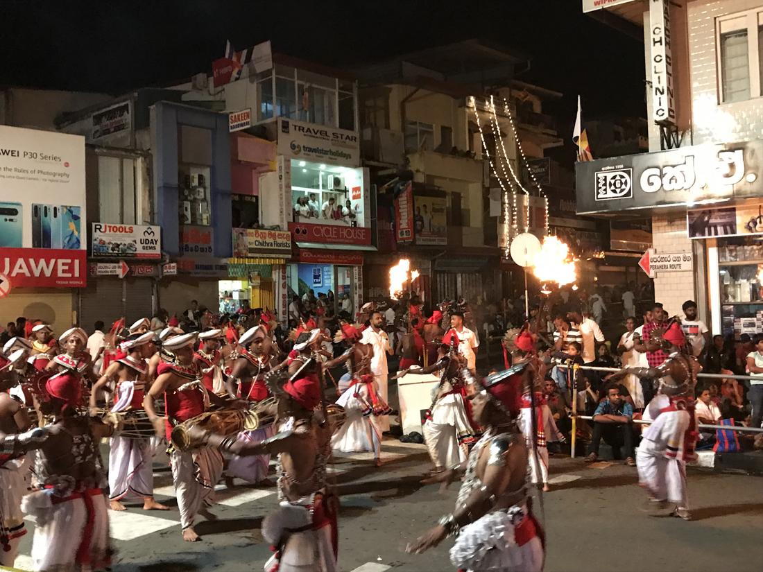 Sri Lanka Kandy Fête Esala Perahera Elephant Cérémonie Feu Danseurs