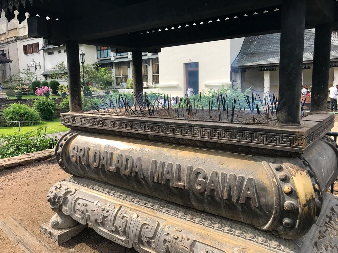 Sri Lanka Kandy Temple de la dent Eléphant Mausolée Relique Encens