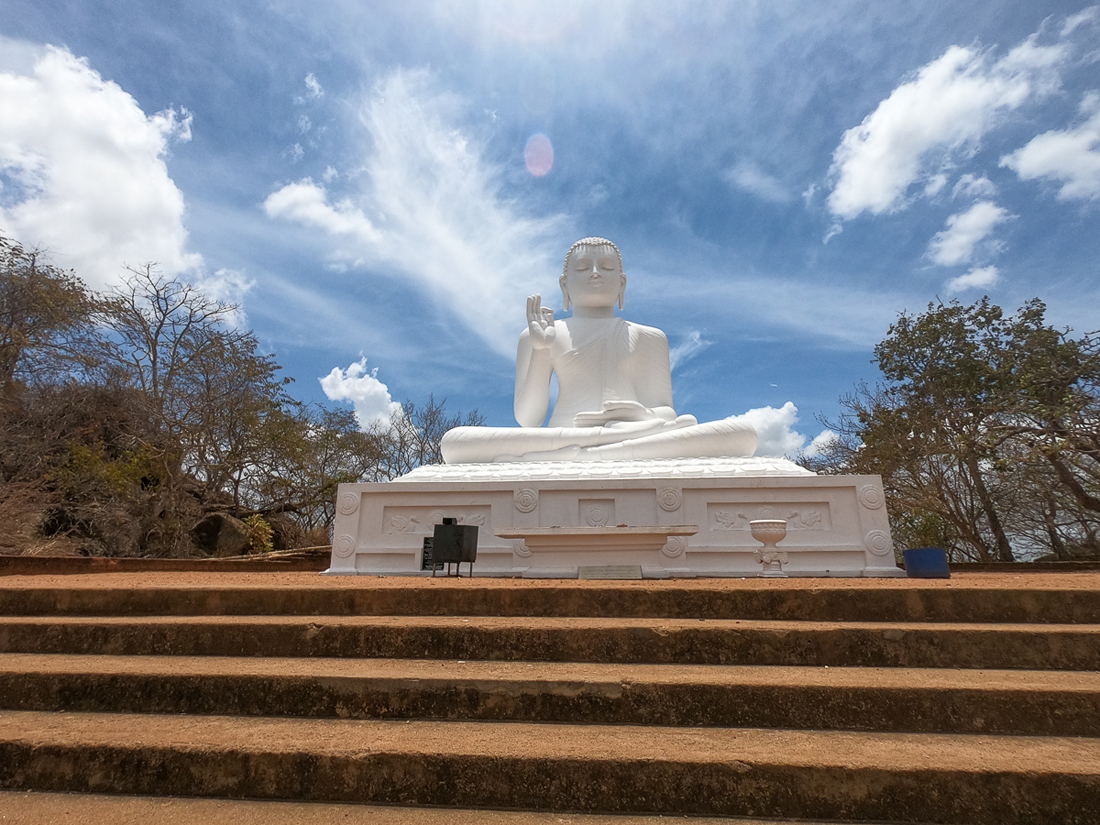 Sri Lanka Mihintale Bouddha blanc Statue