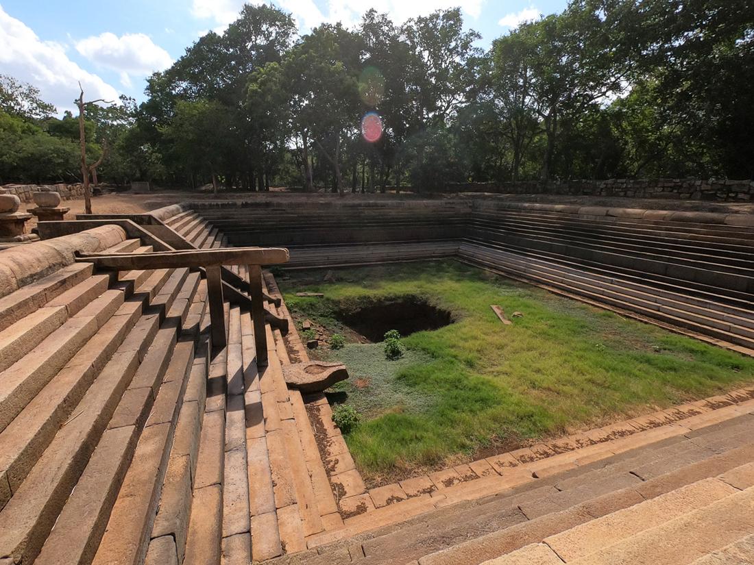 Sri Lanka Mihintale Ruines Piscine Hopital