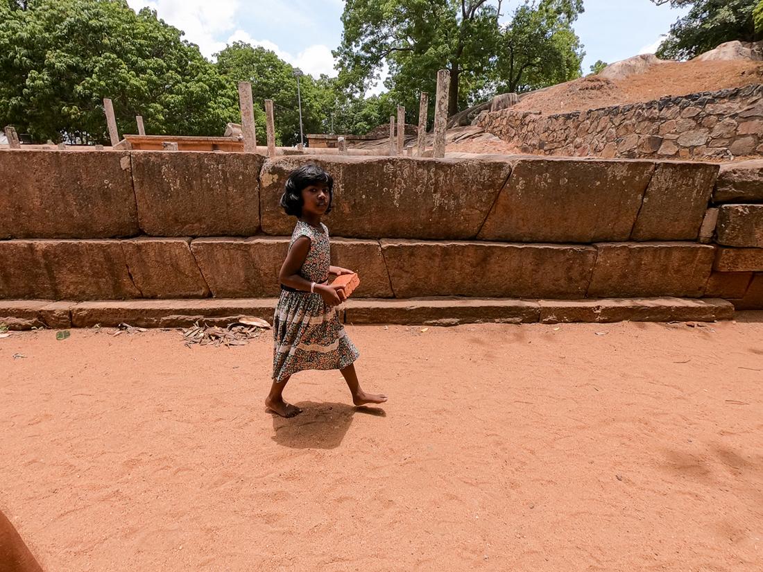 Sri Lanka Mihintale Fille brique