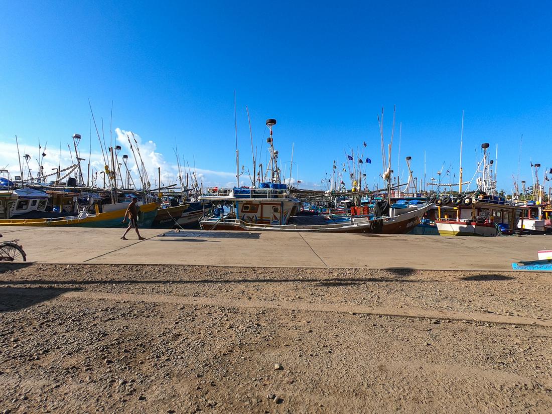 Sri Lanka Mirissa Port Bateau