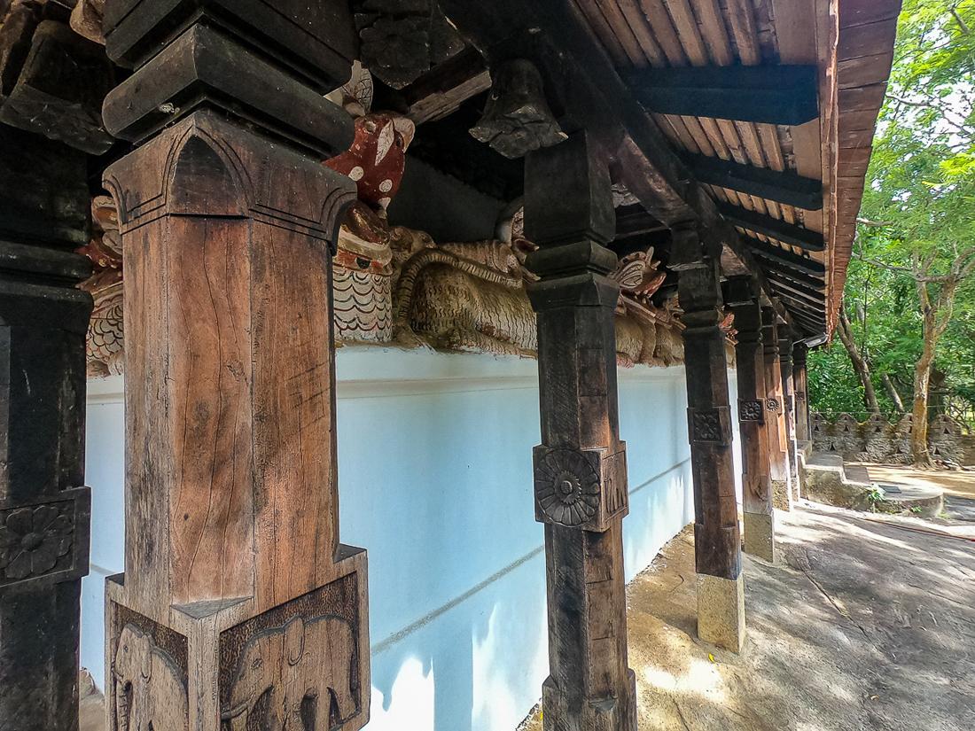 Sri Lanka Padeniya Temple Pilier