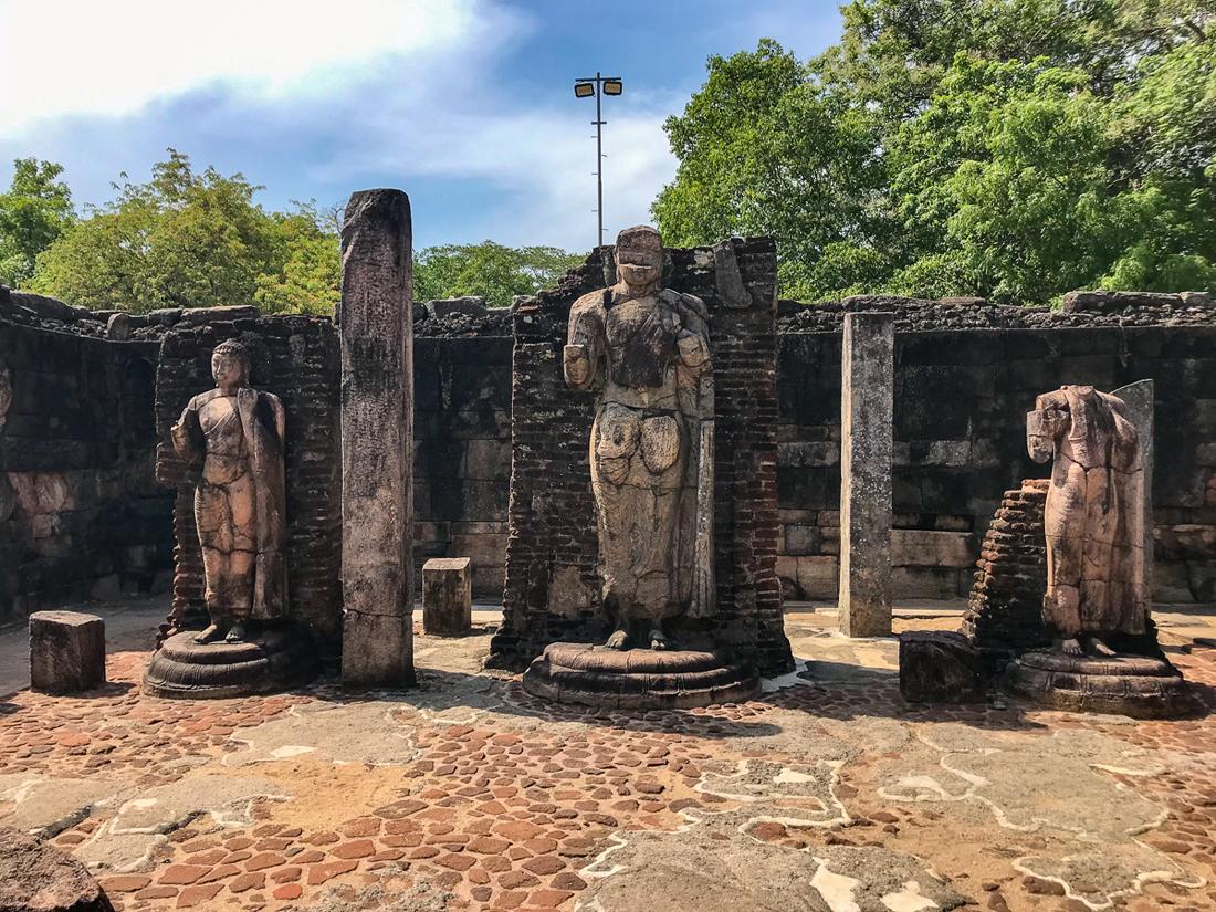 Sri Lanka Polonnaruwa Hatadage Bouddha Statues