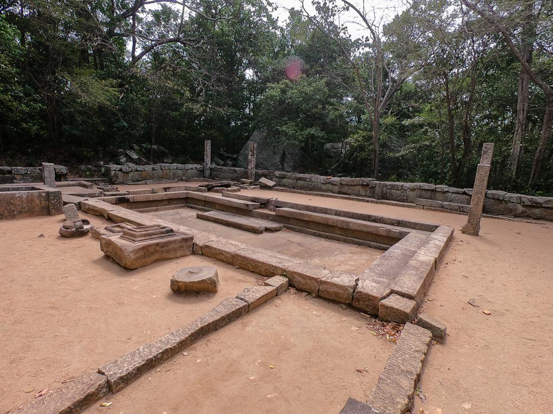 Sri Lanka Ritigala Ruines Monastère