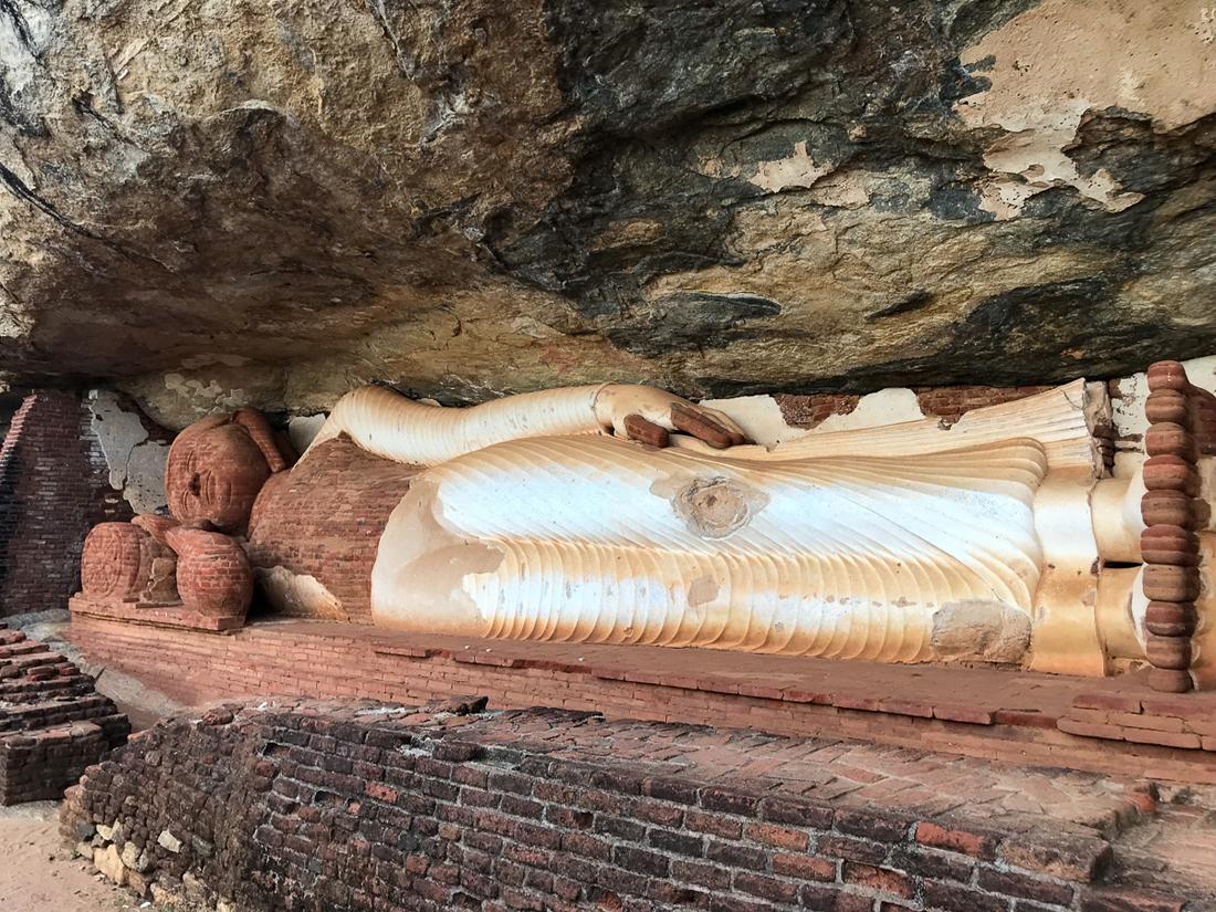 Sri Lanka Sigiriya Pidurangala Bouddha couché Statue