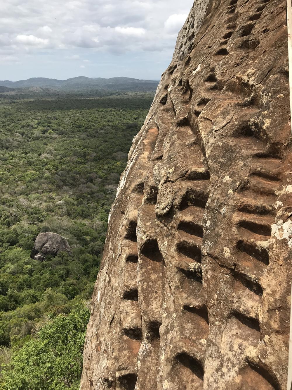 Sri Lanka Sigiriya Marche dans la roche