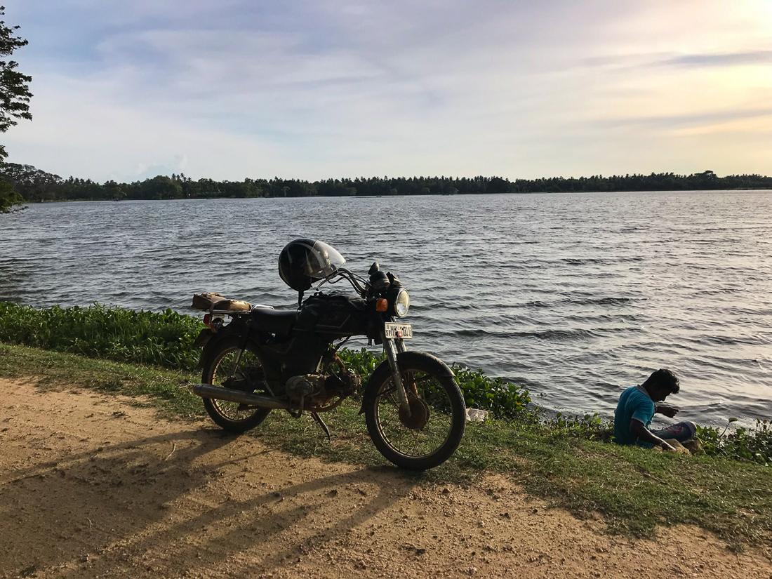 Sri Lanka Thissamaharama Lac Moto