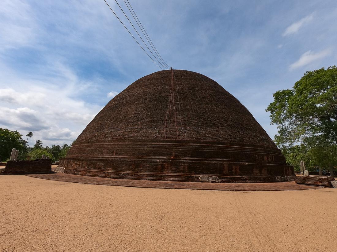 Sri Lanka Thissamaharama Sandagiri Stupa