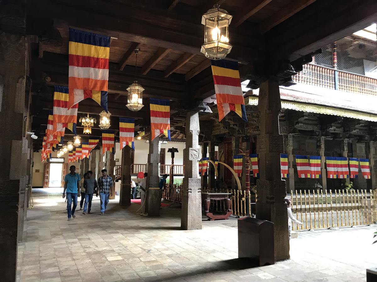 Sri Lanka Kandy Temple de la dent Eléphant Mausolée Relique Bouddha Halle d'audience