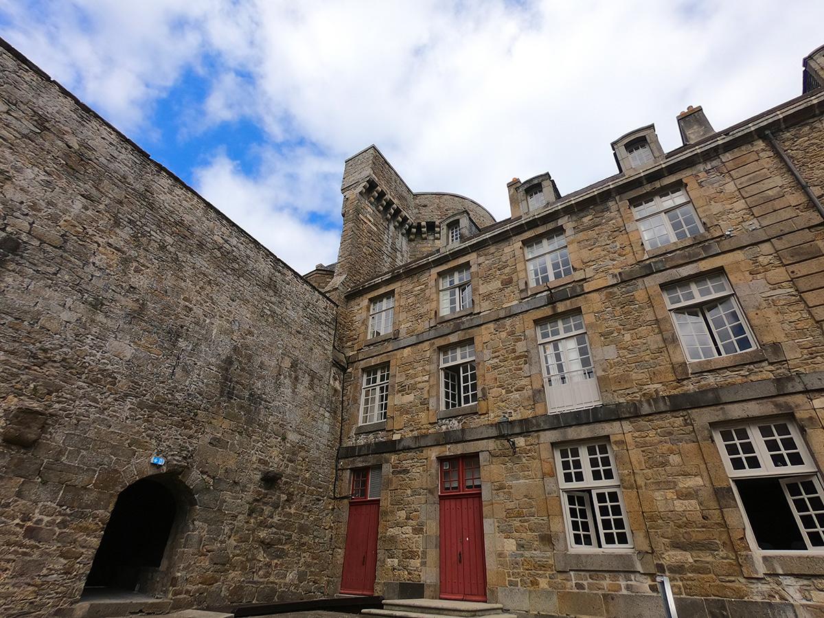 Cours du château de Saint-Malo