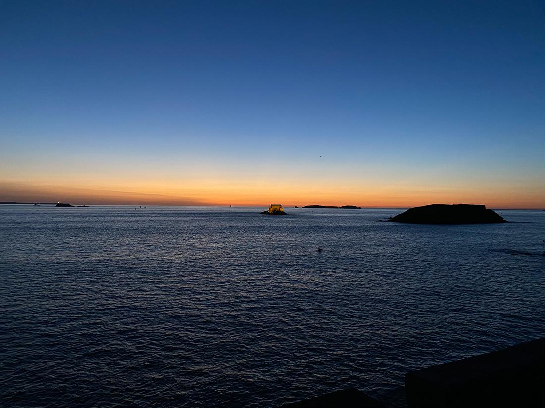 Coucher de soleil sur le fort du Petit Bé de Saint-Malo