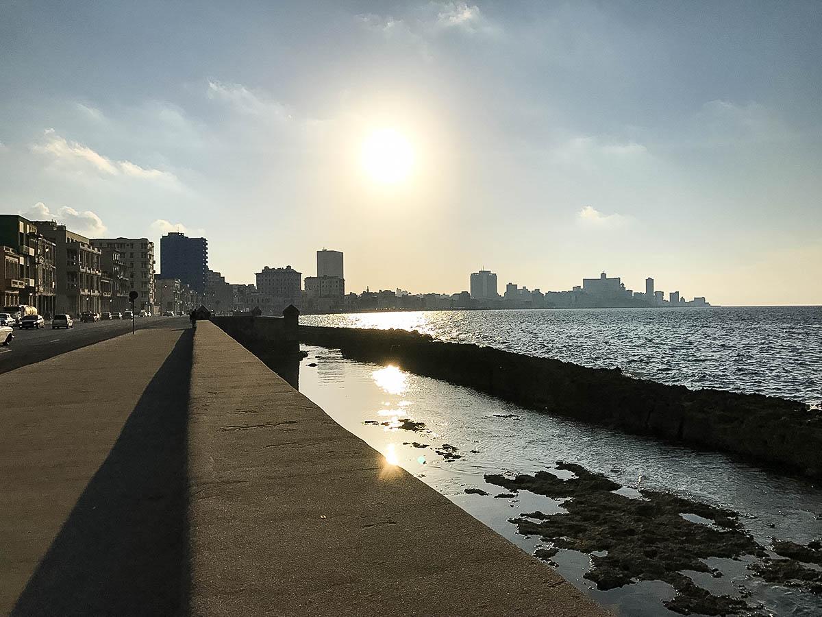 Le Maleçon de la Havane le soir