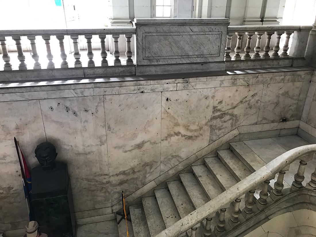 Impact de balle au musée de la révolution