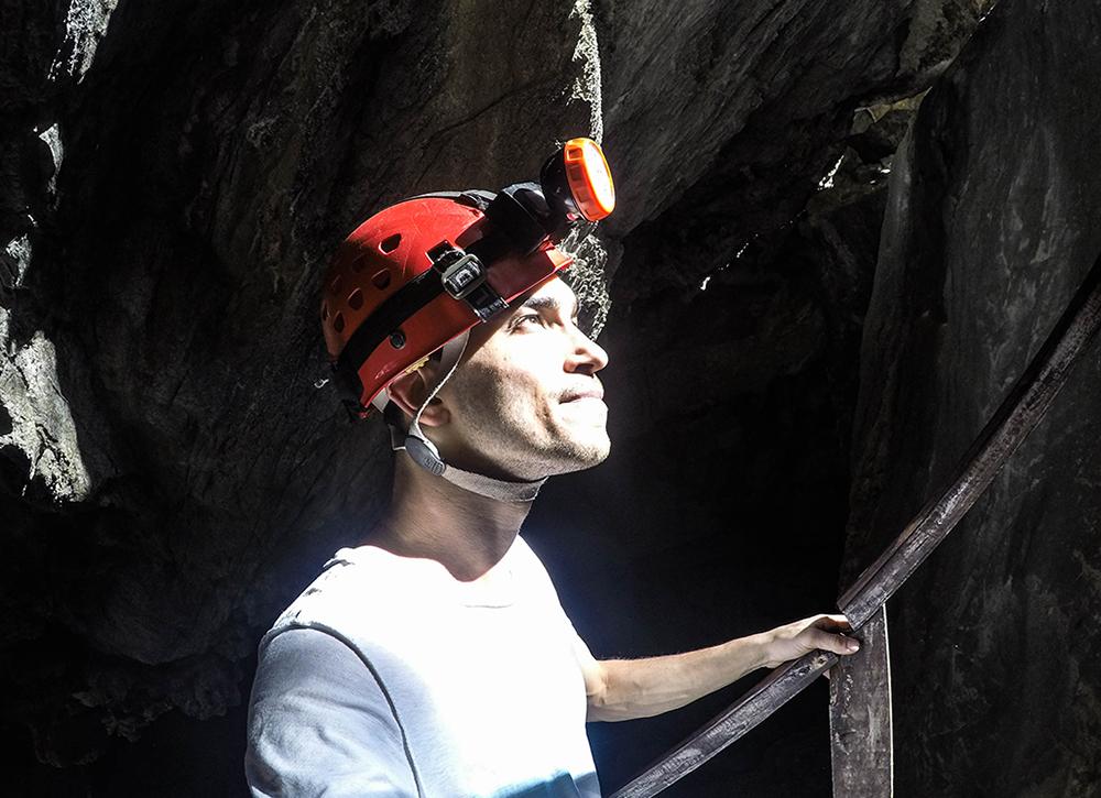 Moi faisant de la spéléologie a la Caverna Saint Thomas