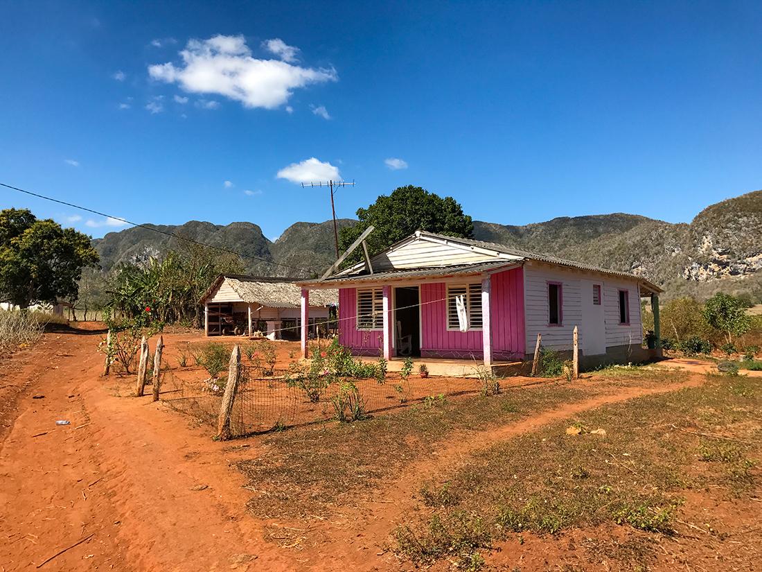 Petite maison de campagne rose